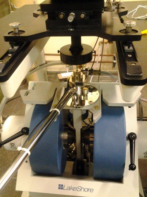 cryostat mounted on a VSM